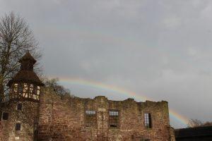 Regenbogen über dem Herrenhaus